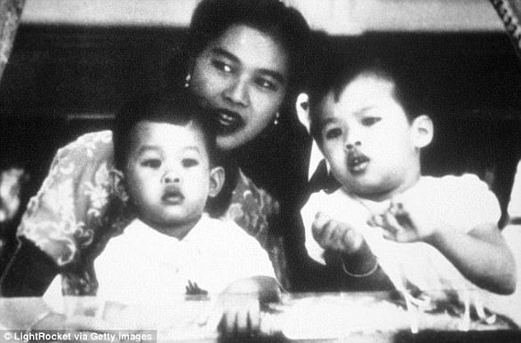 Pictured: Queen Sirikit of Thailand with Prince Maha (left) and Princess Rajakanya in 1953