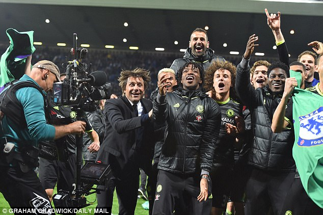 Antonio Conte and his Chelsea players celebrate beating West Brom and winning the title