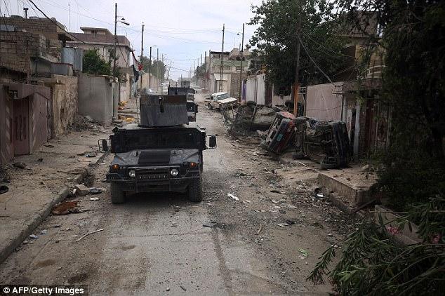 Los yihadistas siguen controlando la ciudad vieja cuyas calles estrechas son intransitables para vehículos blindados, obligando a las tropas iraquíes para entrar a pie. En la foto: Rifai barrio oeste de Mosul