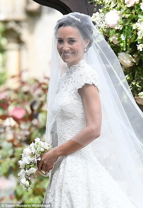 Pippa arrived at the church armed with a small bouquet of white and peach wild flowers