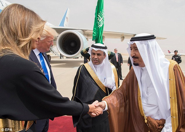 Saudi Arabia's King Salman bin Abdulaziz Al Saud (right) welcomes  DonaldTrump and first lady