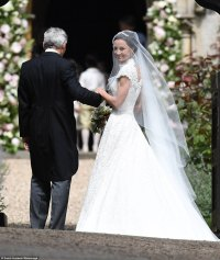 Pippa Middleton chose Giles Deacon for wedding dress ...