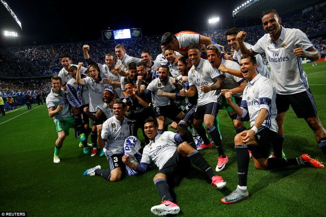 The players gather for a photo, before they turn their attentions to the Champions League final against Juventus next week