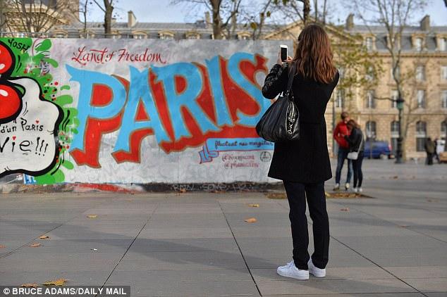 Una mujer de 80 años de edad del distrito afirmó que fue agredida sexualmente caminando a casa una noche (foto de archivo del centro de París)