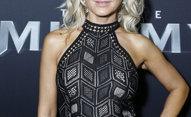 Danielle Spencer 48 Stuns In Cut Out Dress At The Mummy Wstale