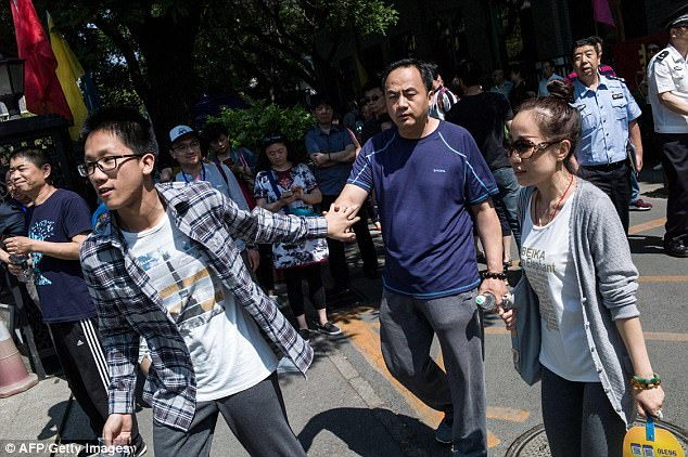 Parents give their children encouragement before taking the Gaokao exam