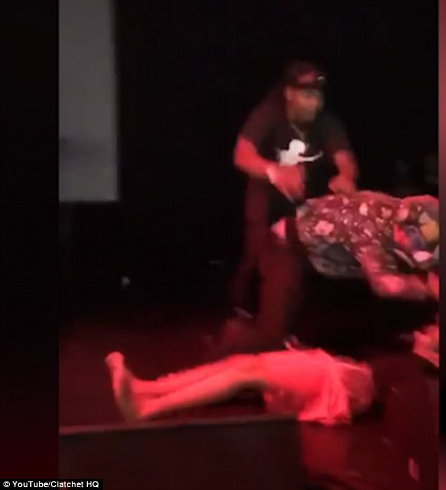 Rapper XXXTentacion Is Knocked Out On Stage In San Diego Daily Mail Online