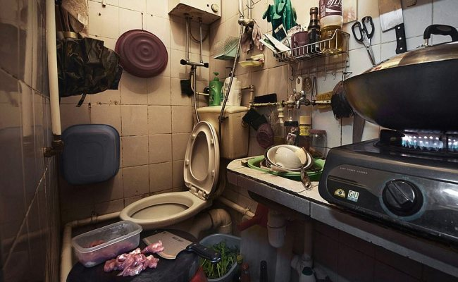 Pictures Reveal Tiny Hong Kong Coffin Homes Daily Mail