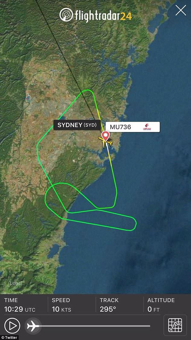 El avión viajaba al sur de Bulli antes de llamar al aeropuerto de Sydney y informar del problema del motor