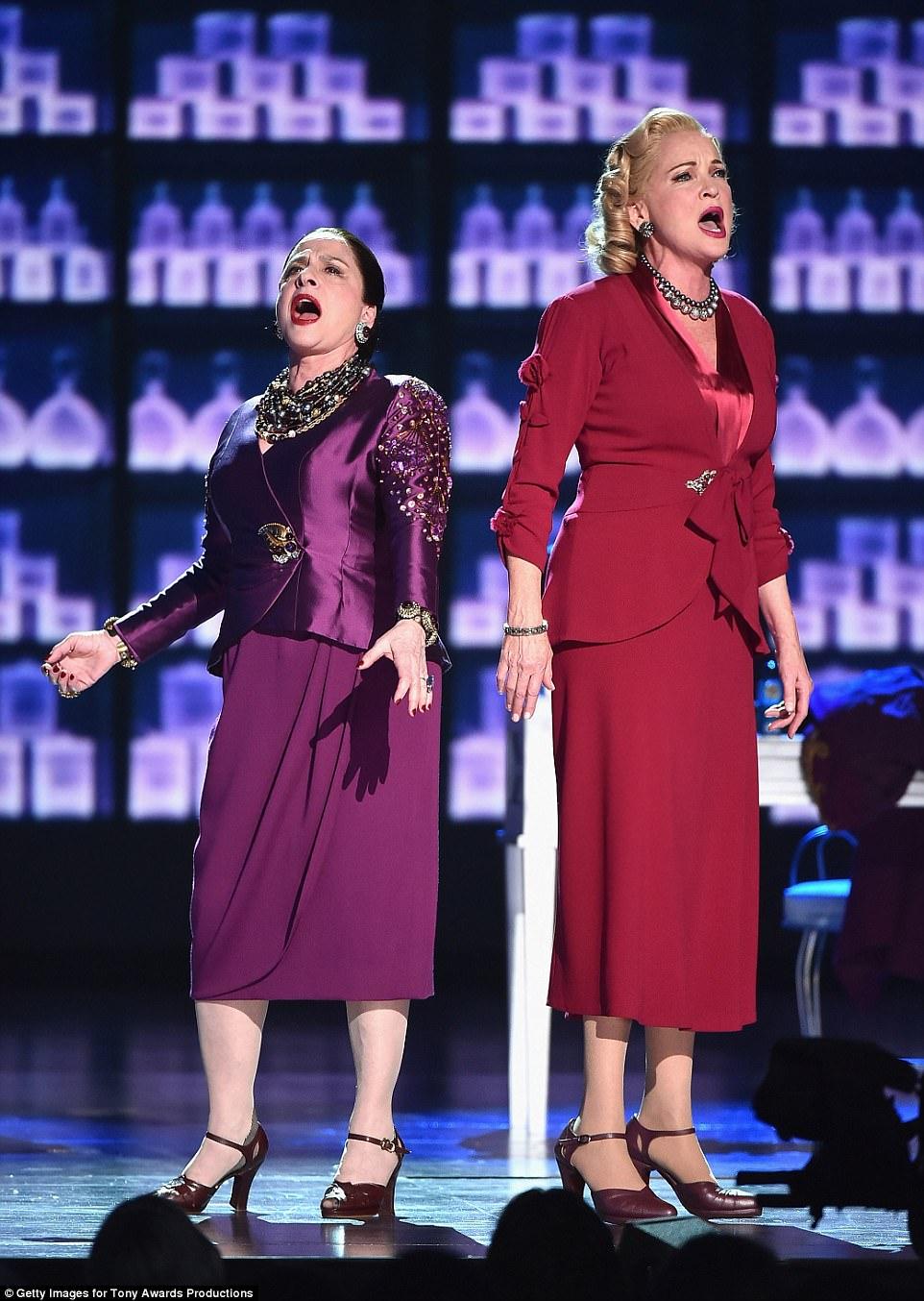 Colossi de maquiagem: Tony acenou para ambos os bebês da Broadway e os recém-chegados, com os principais destaques da White Way Patti LuPone e Christine Ebersole na competição por co-liderar o musical War Paint
