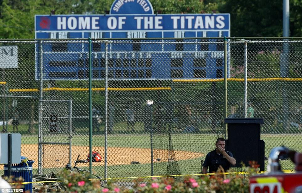 Los miembros del equipo dijeron que practica a menudo en el parque estadio antes del partido anual de caridad. Ellos normalmente se encuentran con amigos por transeúntes y residentes locales