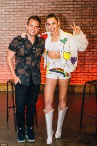Miley Cyrus dons earrings spelling Liam Hemsworth's name ...