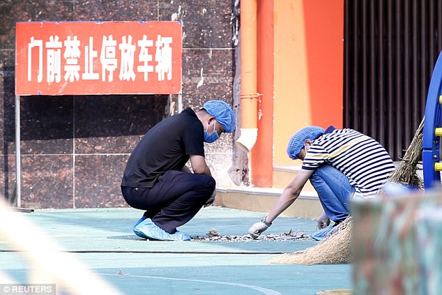 Los investigadores trabajan en el lugar de una explosión dentro de un jardín de infancia en Fengxian
