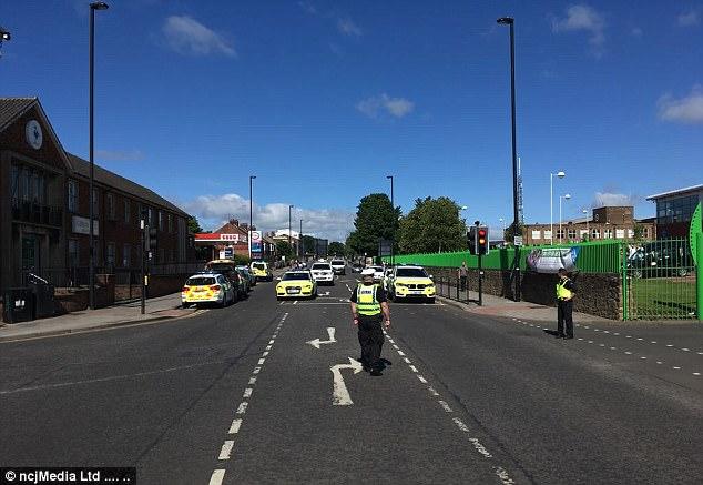Un portavoz de la policía de Northumbria dijo: 'El domingo 25 de junio, a las 9.14am aprox recibimos informes de que un vehículo había chocado con los peatones fuera de Westgate Centro de Deportes'