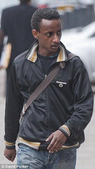 En la foto: Siraj Yassin Abdullah Ali, quien también asistió a los autores del 21 de julio, pero no podía ser deportado a Eritrea
