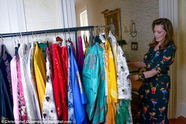 Patricia Altschul avec le manteau Libertine, qui a inspiré sa propre ligne de caftan avec les animaux de ses clients