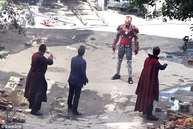 Fight? In what looks like the aftermath of a huge battle that laid waste to the Atlanta Georgia set, he stands defiantly opposite Benedict Cumberbatch, Mark Ruffalo and Benedict Wong, who plays Strange's fellow mystic Wong