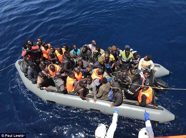 Un gran número de inmigrantes fueron rescatados frente a la costa de África del Norte y en Almería, España