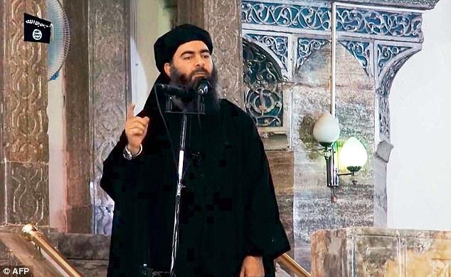 Fue en esta ciudad que Abu Bakr al-Baghdadi (en la foto), el misterioso líder del Estado islámico, hizo su única aparición pública hace tres años para declarar el amanecer de su 'califato'