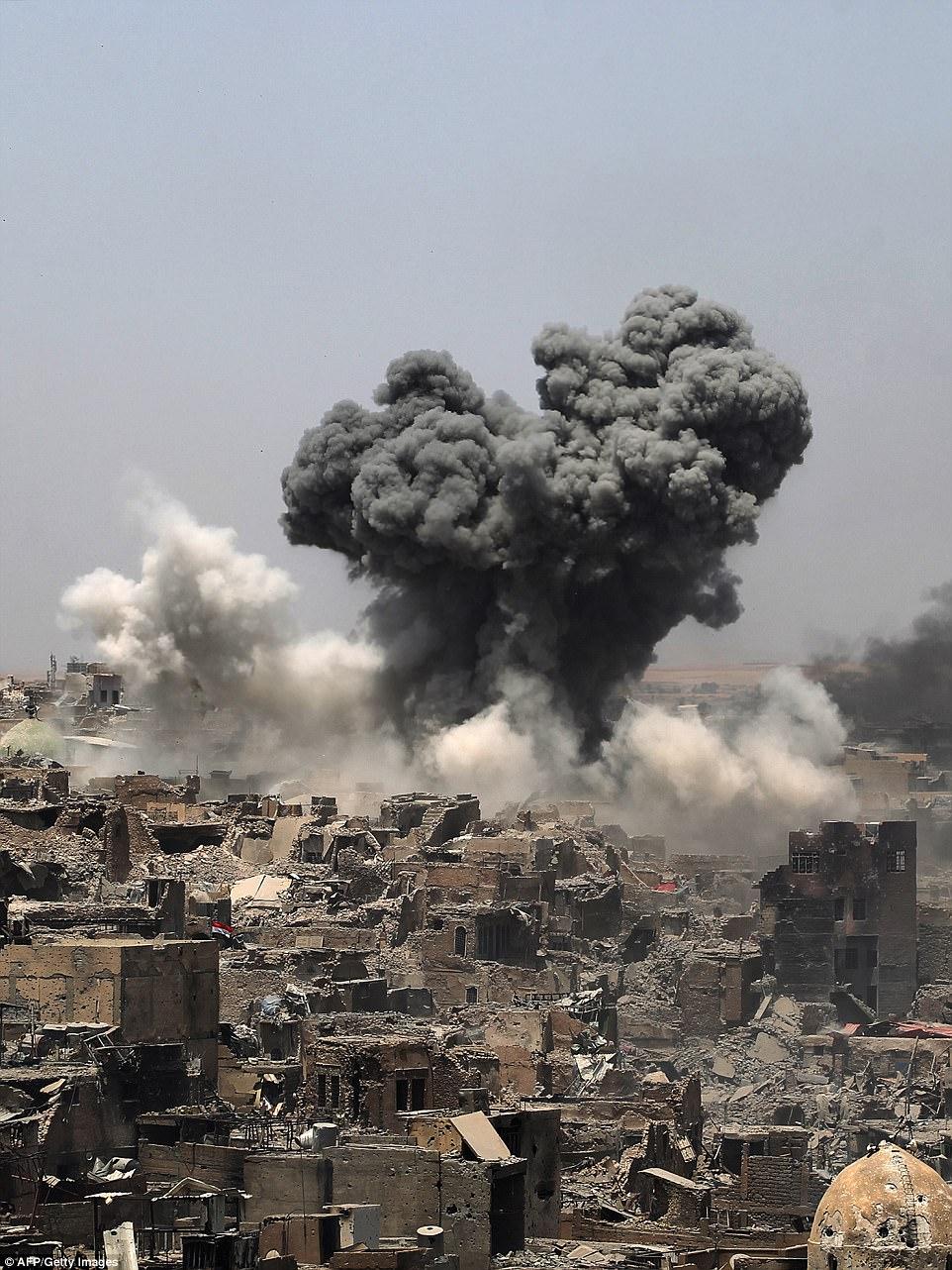 """El primer ministro iraquí Haider al-Abadi anunció hoy la """"victoria"""" sobre ISIS tras un ataque aéreo masivo contra los terroristas"""