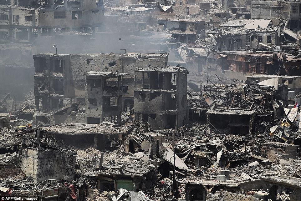 Los francotiradores de ISIS se han escondido en edificios bombardeados para atacar a las tropas iraquíes que buscan retomar la ciudad