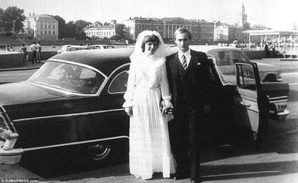 Счастливая пара: после нескольких лет помолвки Владимир и Людмила вышли замуж в Санкт-Петербурге - брак, который продолжался на протяжении всего его восхождения на вершину и несколько лет у власти, прежде чем пара развелась в 2014 году