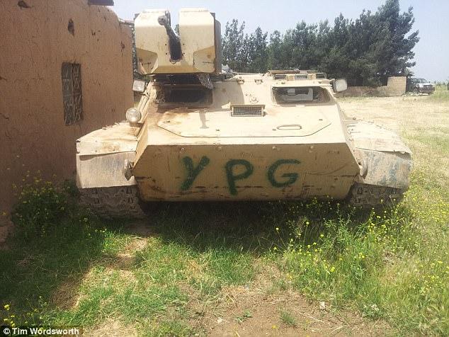Tim recordó cómo se usó la unidad móvil de YPG 'vehículos blindados insanos que los kurdos habían hecho que parecían algo de Mad Max'