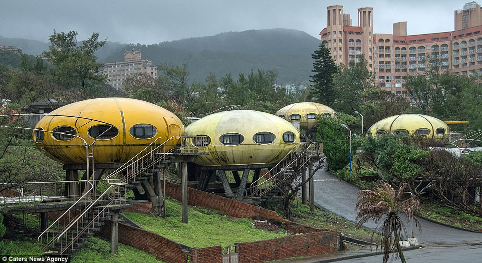 lodge sofa dfs henredon styles surreal taiwanese community where people lived in ufos ...