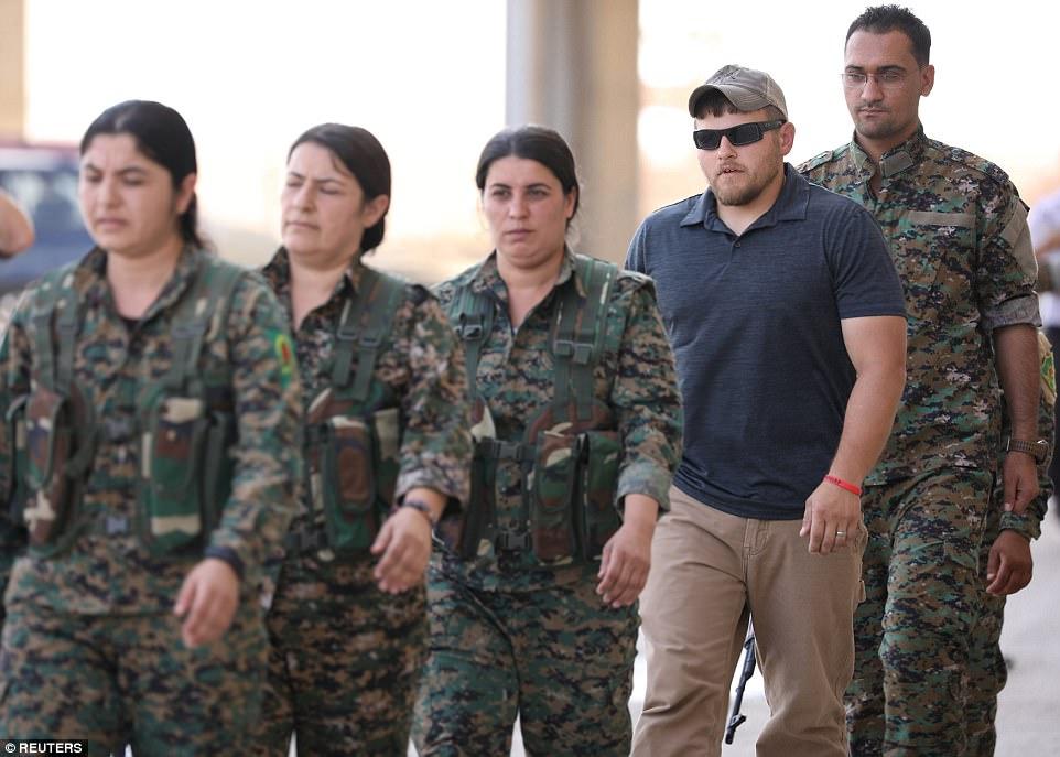 El Estado islámico ha perdido grandes extensiones de territorio en Siria durante el último año para separar las campañas llevadas a cabo por los SDF, el ejército sirio respaldado por Rusia y los rebeldes sirios respaldados por Turquía