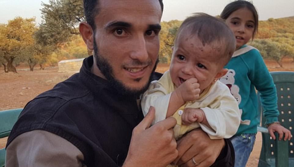 Abu Kifah (foto a la izquierda con la niña que rescató, Wahida Ma'artouk) está entre los siete muertos en el tiroteo por pistoleros no identificados