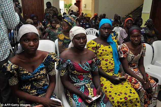 El uso de mujeres como bombarderos aumentó después de que Boko Haram secuestró a 276 estudiantes de 16 a 18 años (foto: algunas de las chicas liberadas de Chibok)