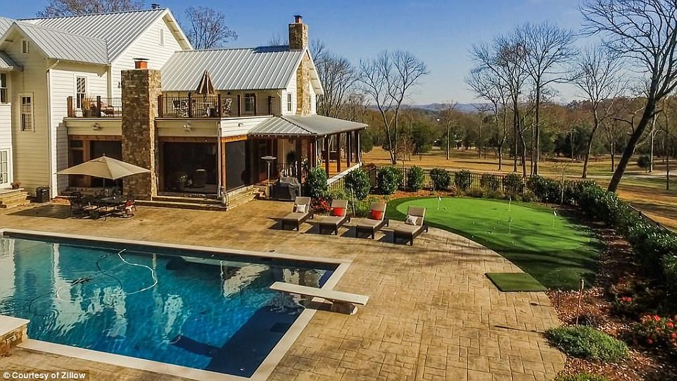 summer chaise lounge chairs surefit chair covers miley cyrus buys $5.8million house in tennessee | daily mail online