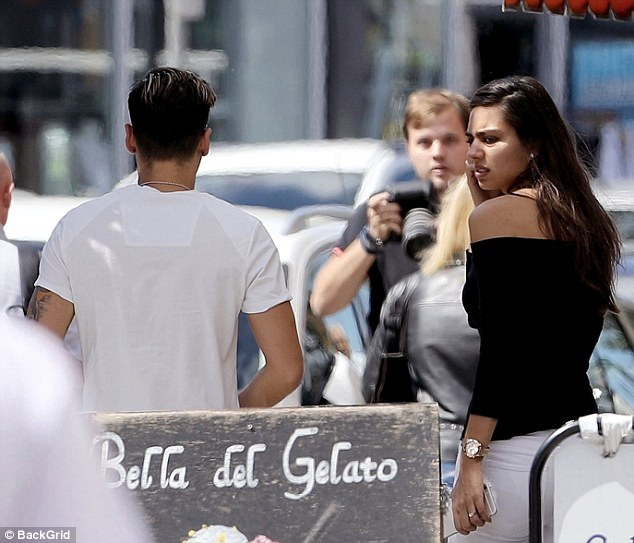 Ozil, 28, and girlfriend Gulse, who has named Miss Turkey in 2014, left the eatery around 2pm