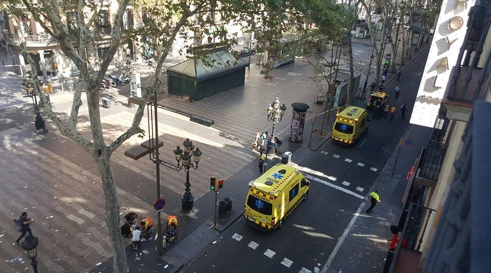 Foto: Ambulancias en la calle de Barcelona
