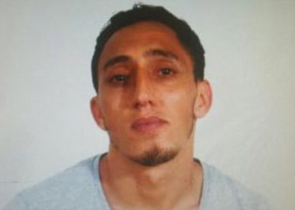 Driss Oukabir (foto) ha sido detenido por la policía, según informes de medios locales. La Guardia Civil dijo anteriormente que la furgoneta utilizada en el ataque fue alquilada por Oukabir en la localidad de Santa Perpetua de la Mogada