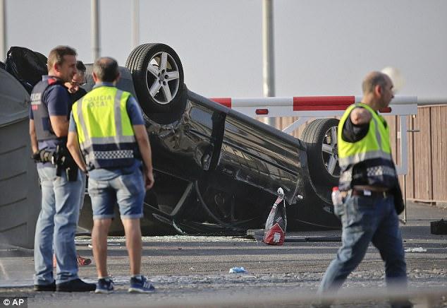 El ataque a 70 millas de Barcelona se produjo ocho horas después de que 14 personas murieron en la ciudad catalana en un ataque de furgonetas