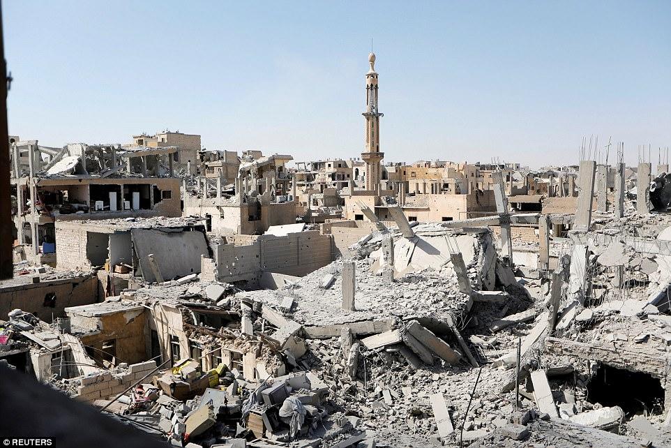 Residentes de Raqqa dicen que ISIS los ha estado reuniendo en la Ciudad Vieja (en la foto), donde planean hacer su última posición de manera similar a Mosul, en Irak, que fue liberada el mes pasado