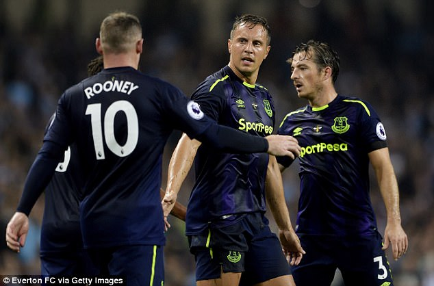 Chelsea will come up against a strong Everton side on Sunday, with an in-form Wayne Rooney
