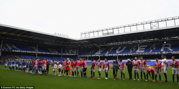 The Legends - in Sunderland colours - line up with the Blues, wearing Everton strips