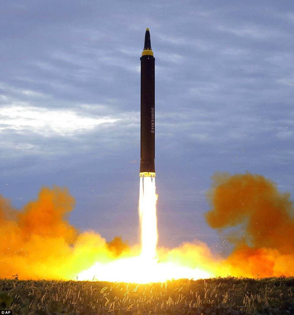 Este cuadro publicado por el gobierno de Corea del Norte a fines de la semana pasada muestra el último lanzamiento de prueba por parte del país