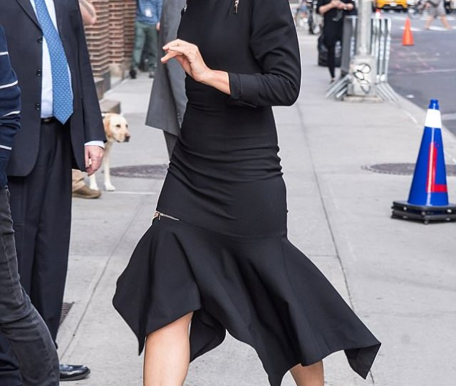 Grand Entrance Maggie Gyllenhaal 39 Was Snapped As She Made Her