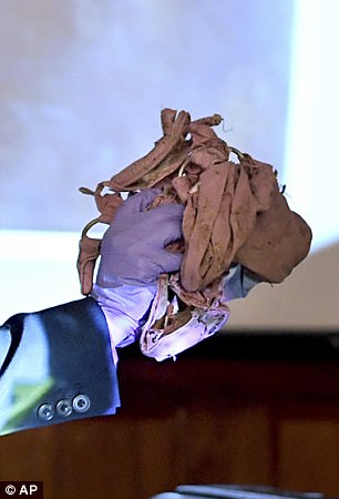 Tennessee Bureau of Investigation Special Agent Laura Hodge shows the jury a purse that was identified to belong to Holly Bob