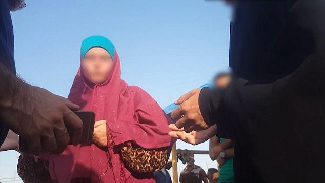 """La mayoría acudía con sus maridos.  No vinimos aquí para pelear ni para matar.  Vine aquí para vivir """", dice una mujer en el video"""