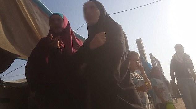 La ubicación del campamento está siendo mantenida en secreto porque los trabajadores humanitarios y las autoridades están preocupados por las tensiones entre los iraquíes, que perdieron sus hogares y también viven en el campamento, y los recién llegados