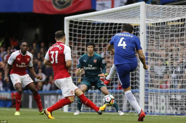 Chelsea started strongly against London rivals Arsenal, with Cesc Fabregas forcing Petr Cech into early action