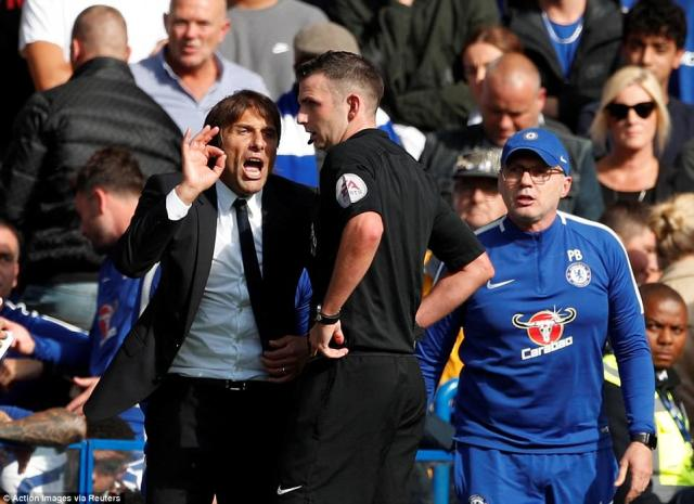 Chelsea boss Antonio Conte was unhappy with referee Michael Oliver's decision to show his player a straight red card