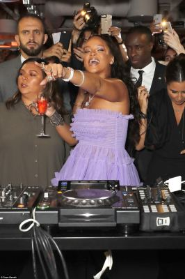 Lilac to party, every-RI-body does! Rihanna hit the dancefloor and stepped behind the decks at the launch of her Fenty Beauty make-up line during London Fashion Week in the English capital on Tuesday