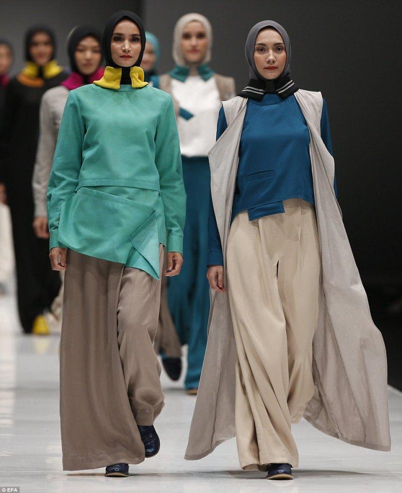 Jakarta fashion week 2018 invitation inviview jakarta fashion week showcases headwear trends new season daily stopboris Images