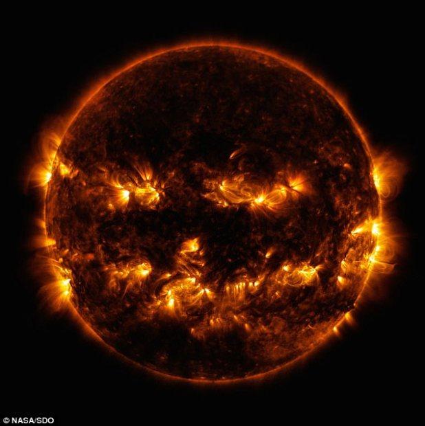 Incluso la NASA se metió en la espeluznante temporada cuando publicó una imagen del sol que parecía un Jack O'Lantern