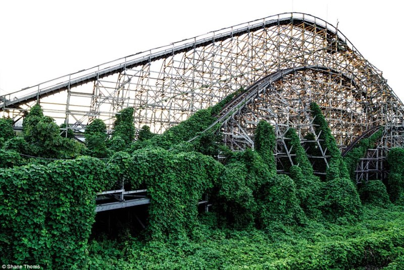 Inside Nara Dreamland: Thoms describes this former theme park as 'haunting and eerily nostalgic'